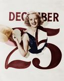 Kvinna som brister till och med kalender på juldag (alla visade personer inte är längre uppehälle, och inget gods finns Leverantö Arkivbild