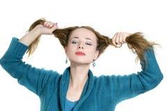 Kvinna som drar henne hår Royaltyfria Foton