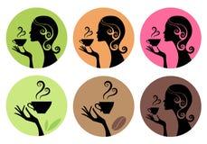 Kvinna som dricker kaffe och te, vektor stock illustrationer