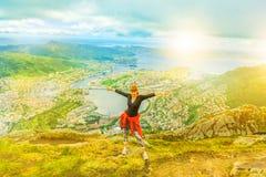 Kvinna som enojoying i Norge Arkivfoton