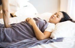 Kvinna som får massage Royaltyfri Bild