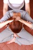 Kvinna som får thailändsk massage Arkivbilder