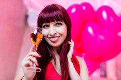 Kvinna som festar i klubba Royaltyfri Fotografi