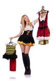 Kvinna som försöker nya kläder Arkivbild