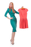 Kvinna som försöker nya kläder Arkivfoton