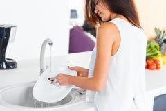 Kvinna som gör disken från baksidan arkivbilder