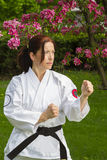 Kvinna som gör kampsport Fotografering för Bildbyråer