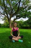 Kvinna som gör yoga i Laos Royaltyfri Fotografi