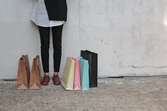 Kvinna som gillas till att shoppa Royaltyfria Bilder