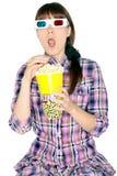 Kvinna som håller ögonen på filmen 3D Royaltyfri Fotografi