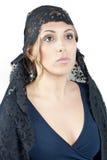 Kvinna som ha på sig filten royaltyfri fotografi