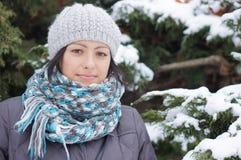 Kvinna som ha på sig vinterkläder Royaltyfri Foto
