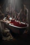 Kvinna som har ett blodbad Royaltyfri Fotografi