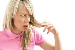 Kvinna som har hårproblem Royaltyfri Fotografi