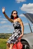 Kvinna som hitch-hiking Royaltyfria Bilder