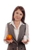 Jämföra frukt, apelsin med medicinen Royaltyfri Foto