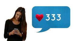 Kvinna som kontrollerar hennes något liknande på socialt massmedia 4k vektor illustrationer