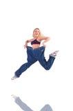 Kvinna som lossar vikt som isoleras på vit Arkivbild