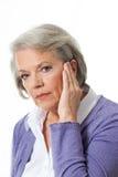 Kvinna som lyssnar royaltyfria bilder