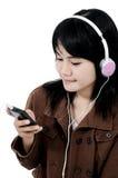 Kvinna som lyssnar till ledsen musik med telefonen Royaltyfria Foton