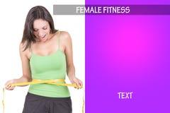 Kvinna som mäter hennes midja arkivfoto