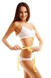Kvinna som mäter perfekt form av det härliga låret Arkivbild