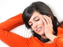 Kvinna som peacefully sovar Arkivfoton
