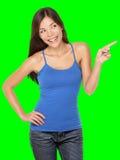 Kvinna som pekar isolerat lyckligt Arkivbild