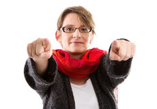 Kvinna som pekar med två fingrar - kvinna som isoleras på vit backgr Arkivbilder