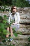 Kvinna som placerar på journaler Royaltyfri Fotografi