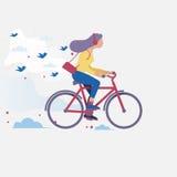 Kvinna som rider en cykel Royaltyfri Foto