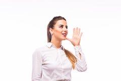 Kvinna som ropar - som isoleras över en vit bakgrund Fotografering för Bildbyråer