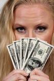 Kvinna som rymmer 100 dollarBills Royaltyfri Fotografi