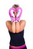 Kvinna som slitage rosa boxninghandskar Royaltyfri Foto