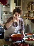 Kvinna som smakar en tomatsoppa royaltyfria foton