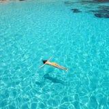 Kvinna som snorkeling Royaltyfri Fotografi