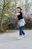 Kvinna som spelar badminton Royaltyfri Fotografi