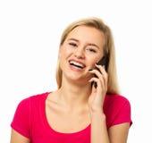 Kvinna som svarar den smarta telefonen Royaltyfri Bild