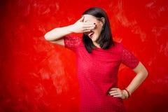 Kvinna som täcker henne ögon med en hand royaltyfria bilder