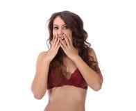 Kvinna som täcker hennes isolerade mun och skratta Arkivbilder