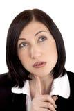 Kvinna som tänker och ser upp Arkivfoto