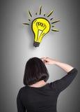 Kvinna som tänker om nya idéer Royaltyfri Fotografi