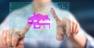 Kvinna som trycker på ett digitalt smart begrepp för hem- automation royaltyfri bild