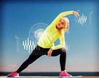 Kvinna som utomhus gör sportar Royaltyfri Bild