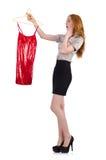 Kvinna som väljer klänningen Arkivfoto