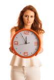 Kvinna som visar en klocka som ett tecken av tidledning Royaltyfri Fotografi