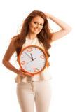 Kvinna som visar en klocka som ett tecken av tidledning Arkivbilder