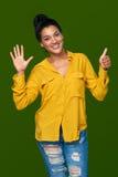 Kvinna som visar sex fingrar Arkivbilder
