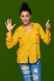 Kvinna som visar sex fingrar Arkivbild