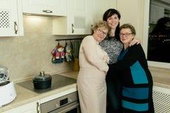 Kvinna tre i köket Royaltyfri Fotografi